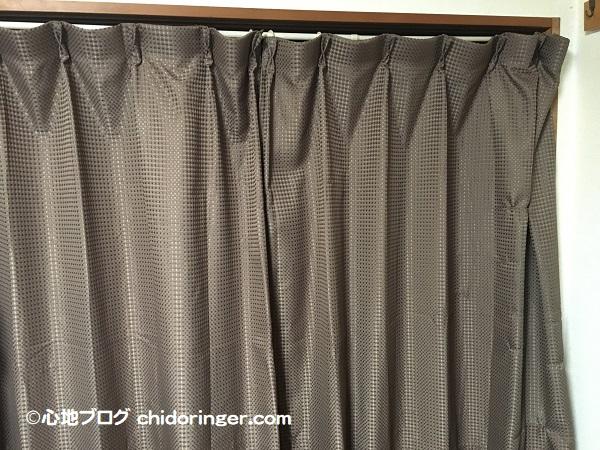 押し入れの目隠しはカーテンと突っ張り棒