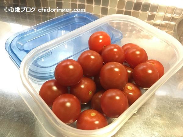 ヘタを取って洗ったミニトマト